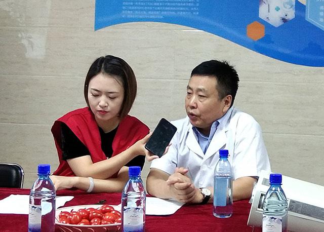 张建中教授接受记者采访