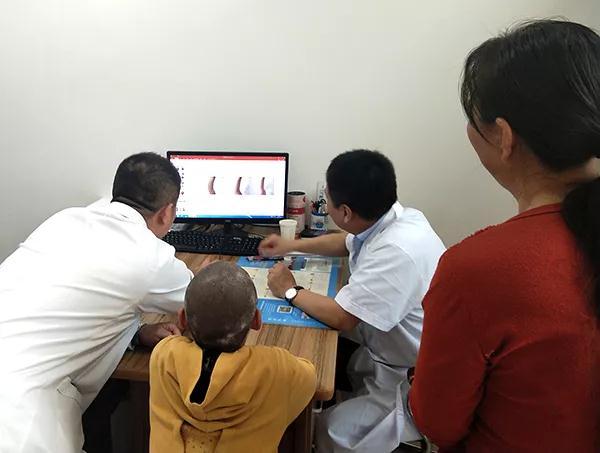 张建中教授为山西太原白癜风医院救助患者小佳佳分析病情